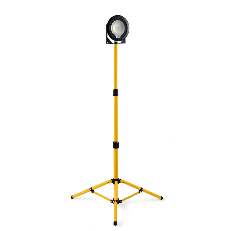 Defender E204050 Tripod Single Light LED DF1200 110v